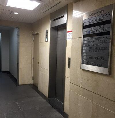スクエアコート内淡路一階エレベーターホール